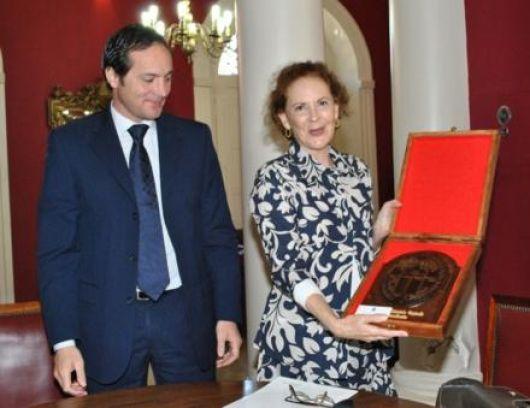 Camau Espínola recibió a la Embajadora de Brasil