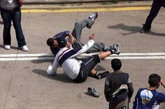 Alarmante: Patota ataca a alumnos a la salida de la escuela