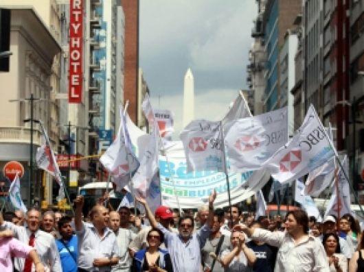 Bancarios amenazan con endurecer el conflicto y parar por otras 48 horas