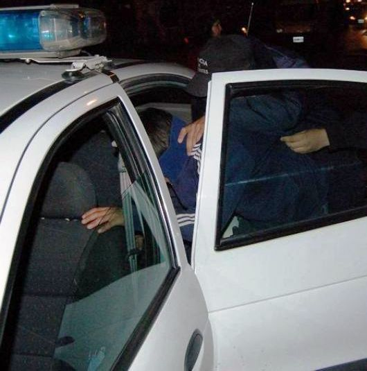 """Vecinos """"justicieros"""" atraparon a dos adolescentes arrebatadores"""