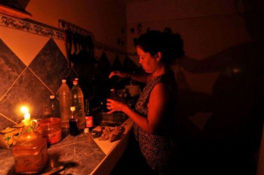 Brindis a la luz de las velas en gran parte del territorio provincial