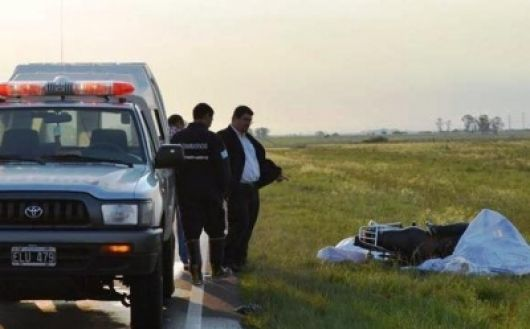 Motociclista muere al chocar contra una bicicleta