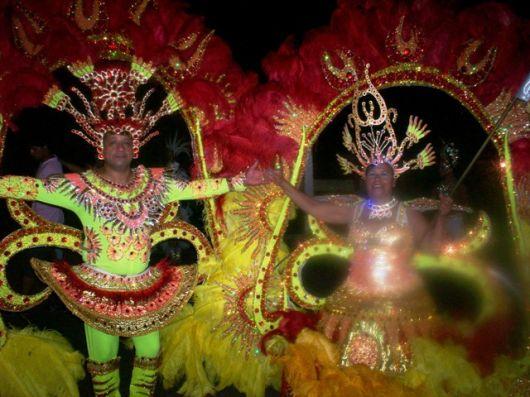 La primera noche de carnaval termino de día