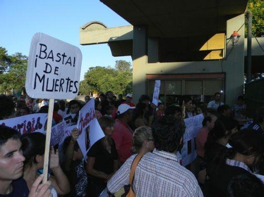 Se hizo sentir la marcha por más y mejor salud frente al Hospital de Goya