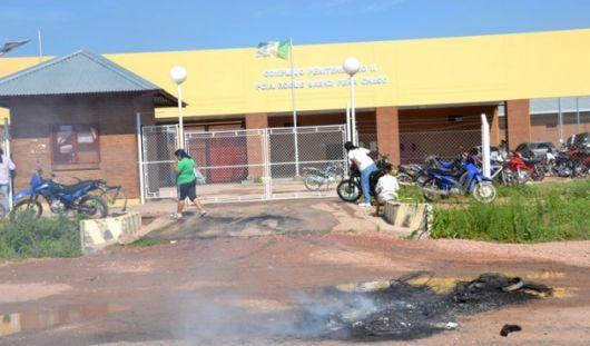 En Sáenz Peña los reos están fuertemente armados y negocian cuerpo a cuerpo con los efectivos policiales chaqueños