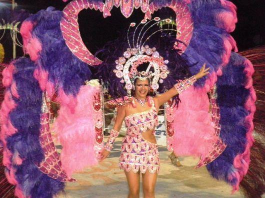 Alelí muestra el carnaval de Bella Vista  al País