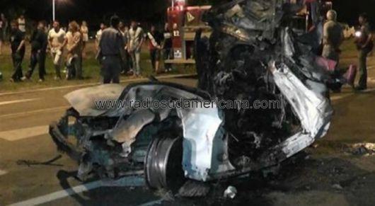 Dos muertos tras prenderse fuego al chocar contra un puente peatonal