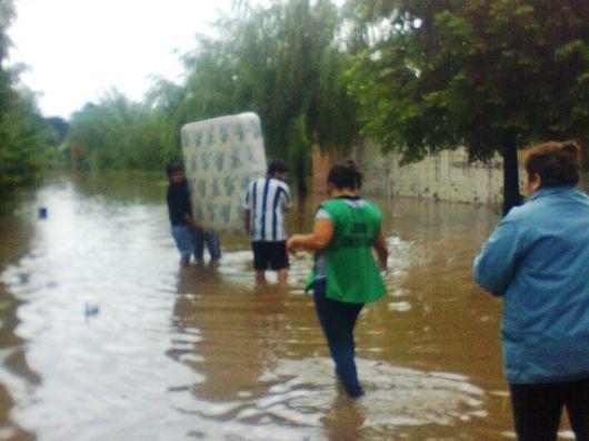 400 familias evacuadas por la lluvia