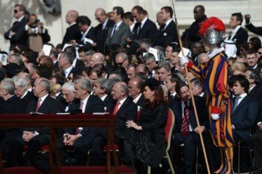 Cristina presencia en primera fila la asunción del papa argentino