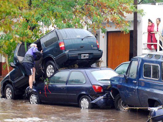 En La Plata, hay por lo menos 35 muertos tras feroz temporal