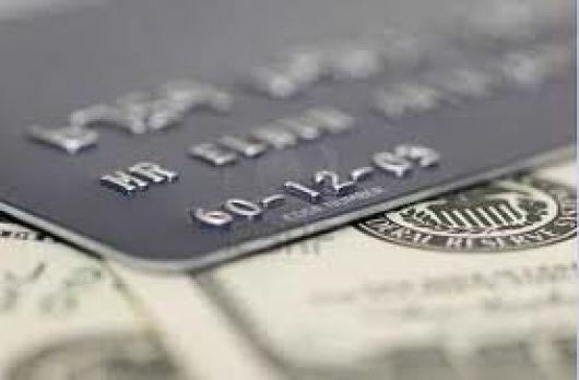 Los bancos reducen las tasas de las tarjetas de crédito al 30 por ciento anual