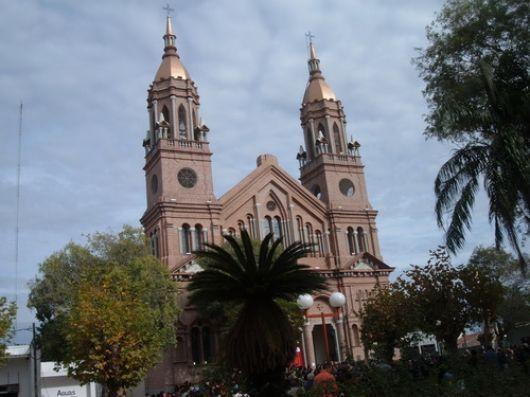 Santa Rita recibe a miles de devotos en su fiesta