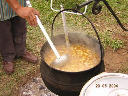 Preparar el tradicional locro en casa puede ser una buena opción para el festejo patrio