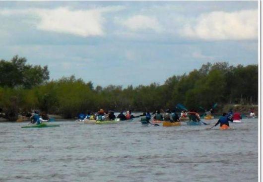 Más de 50 embarcaciones recorrieron el río Santa Lucía