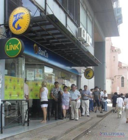 Salarios: la Provincia confirmó el adelanto del aumento a julio y evalúa otras medidas