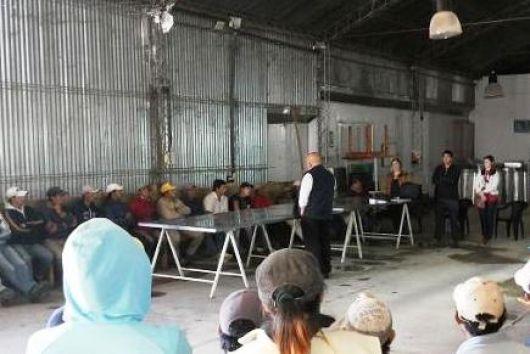 Charla de Renatea sobre promoción de los derechos de los trabajadores agrarios