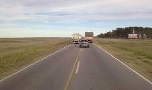Tabay: joven ciclista aplastado por rollizos de eucaliptos que cayeron de un camión