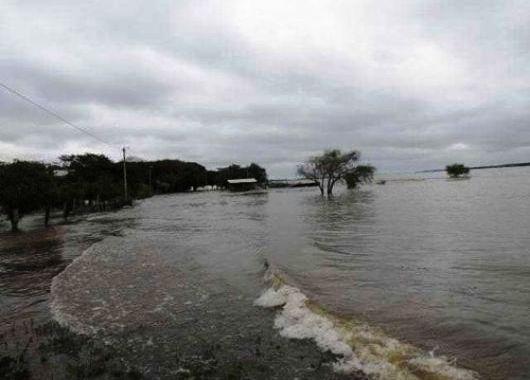 Crece el Paraná, 20 familias afectadas en Apipé y se esperan más