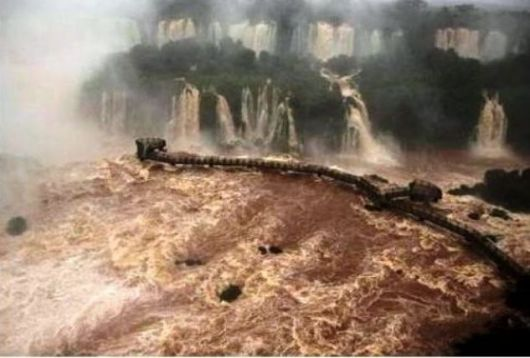 Cerraron los accesos a las Cataratas del Iguazú