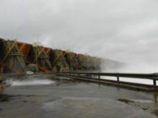 Es impresionante la cantidad de agua que pasa por la represa de Yacyretá