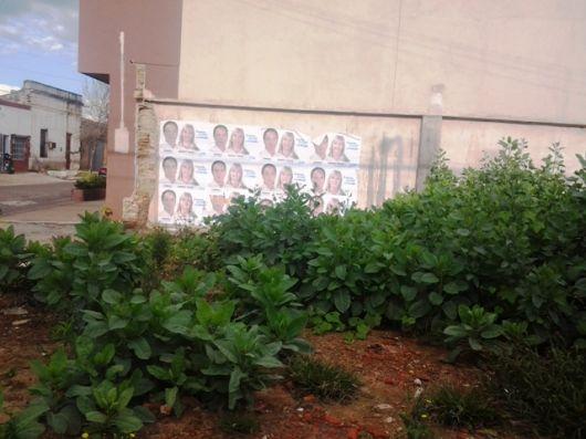 Campaña Electoral = paredes empapeladas