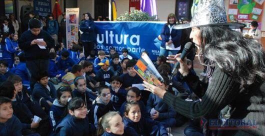 Unos 1.500 niños visitaron la 1ª Feria del Libro Infantil
