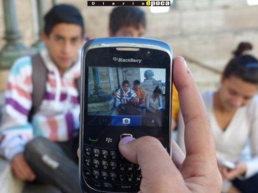 Detienen a pedófilo sacando fotos a nenas que salían de la escuela