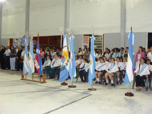 El gobernador inauguró un polideportivo en la Escuela Normal