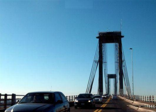 Mujer intentó arrojarse del puente interprovincial