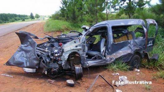 Mujer murió tras colisión entre camión y automóvil