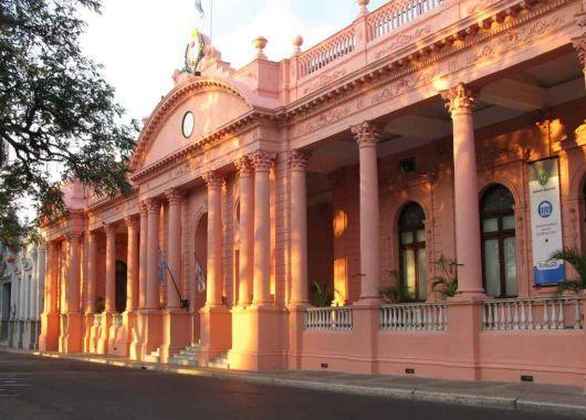 Colombi hará un ajuste de gastos del 35% y destinará los créditos a inversión salarial