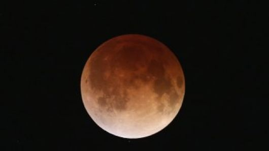 La Luna se tiñó de rojo y pudo verse desde todo el país