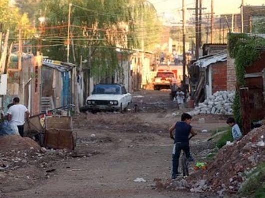 Un informe de la UCA sostiene que avanzó la pobreza y ya afecta al 27,5% de la población