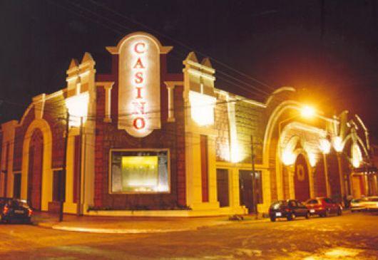 Detienen a tres mujeres y un hombre en el casino de Santo Tomé por cambiar dólares