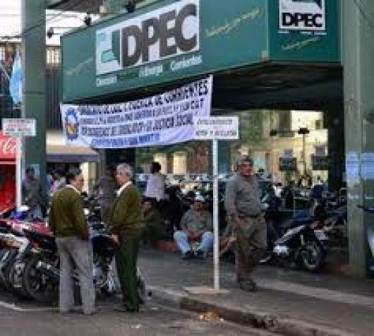 Trabajadores de la Dpec siguen con los cortes de calle