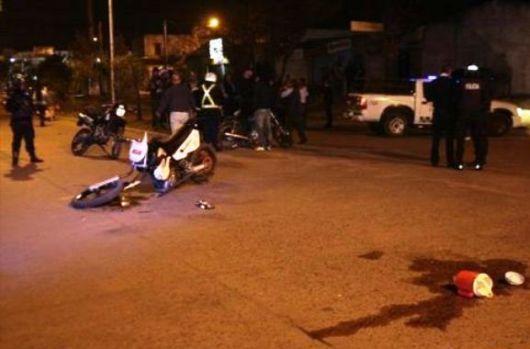 Presuntos seguidores, en moto, heridos de gravedad tras colisionar violentamente con un auto
