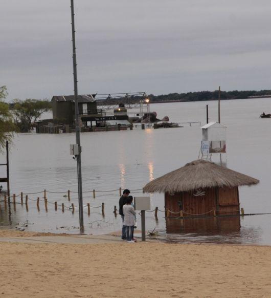El Paraná se acerca a niveles de evacuación