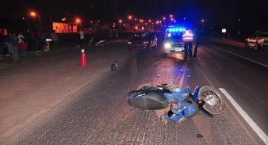 Chico de 14 años muere al chocar de frente su moto contra una combi en ruta 12