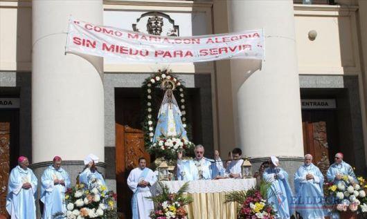 Miles de jóvenes llegaron a los pies de María de Itatí