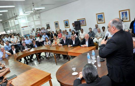 Colombi firmó convenio, entregó móviles policiales y subsidios