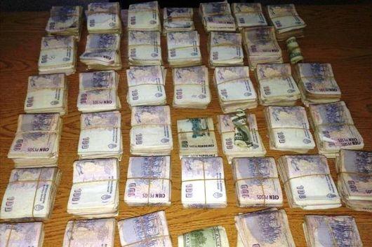 Detuvieron a cuatro jóvenes y secuestraron una moto, armas y dinero en efectivo