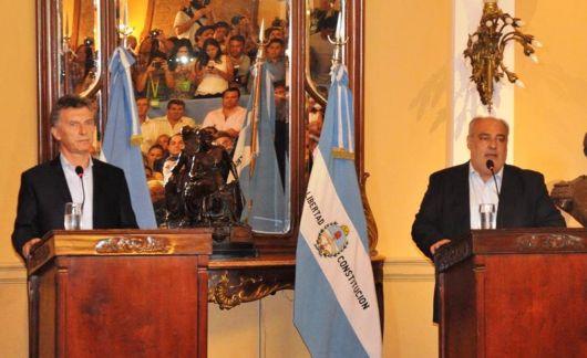 """Macri anunció mejoras en rutas, construcción de 1.500 viviendas y que las obras del segundo puente comenzarán """"en un par de años"""""""