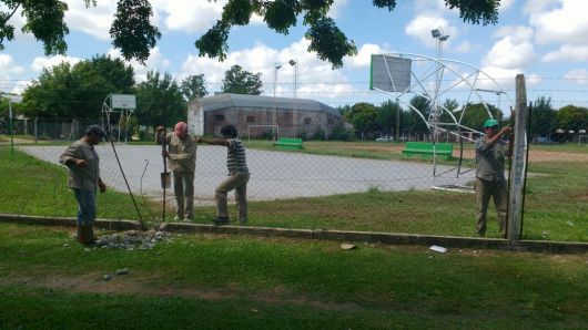 """Trabajos en el Complejo Polideportivo del barrio """"Los Pinos"""""""