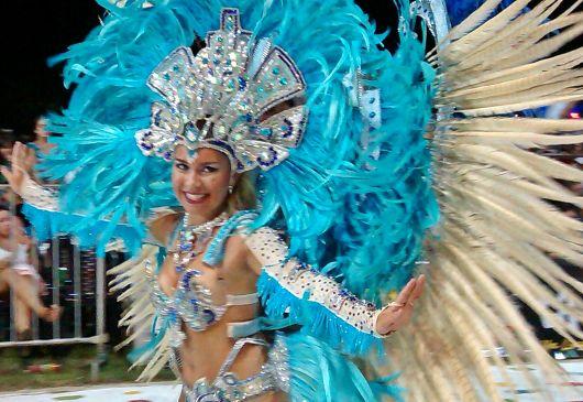 """""""Si llueve el Sábado, la última noche de carnaval será el Domingo"""""""