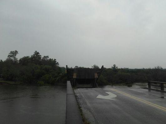 Se derrumba el Puente Santa Rosa