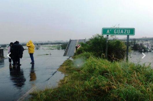 Cayó un vehículo y hay un hombre desaparecido en la zona del puente colapsado por Ruta 12