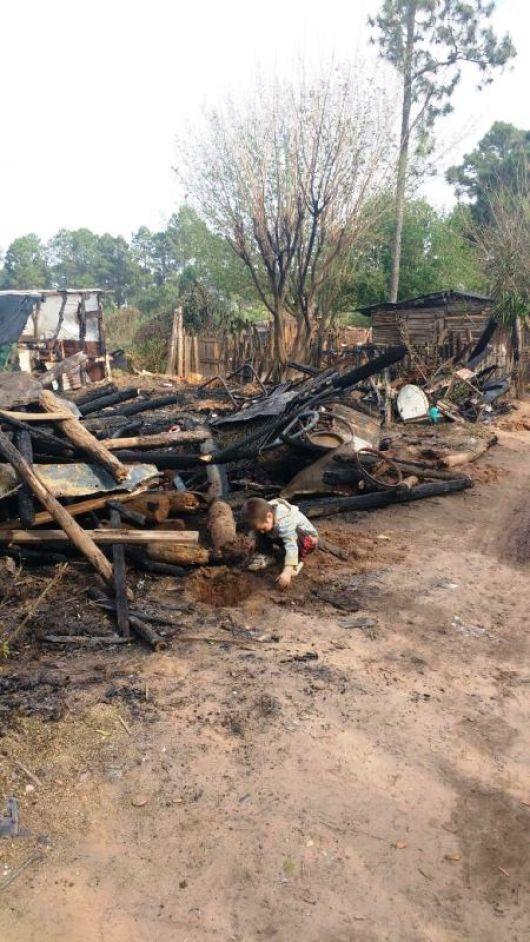 Una vela causo el incendio de dos casillas en el barrio Transportista