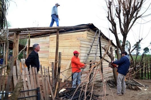 """Chávez Visito el barrio """"Transportista"""" y a las familias afectadas por el incendio"""