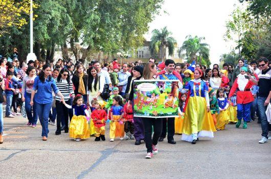 Jardines de Infantes festejaron su día con desfile temático