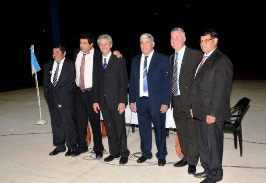 Tras la jura, el intendente Chávez acompaño a Valdez en su juramento como Gobernador